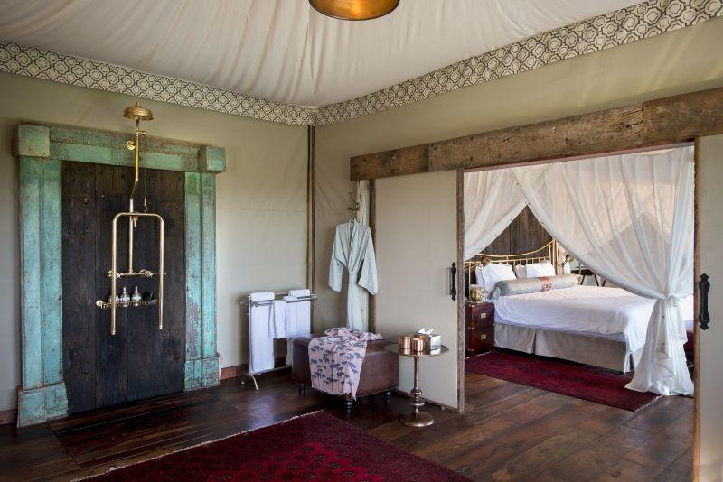Luxury interior shower facilities at Duba Plains