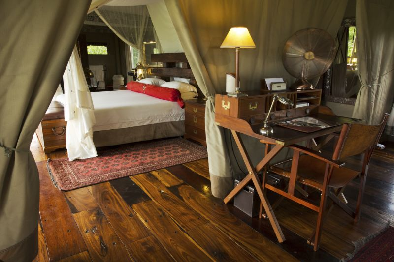 Luxury fittings and leather furniture at Zarafa Camp.